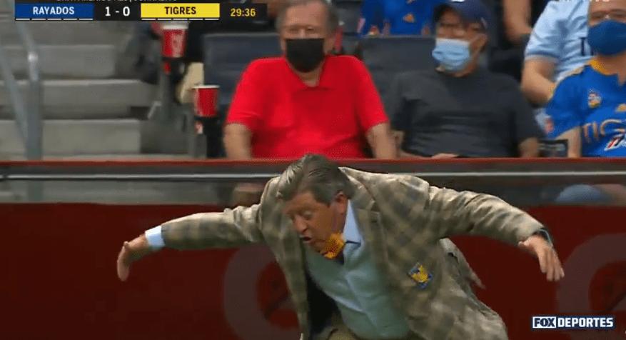 Lo que pasó con Vucetich, el osote de Oribe Peralta y los memes del 'Piojo' en el clásico de la Liga MX
