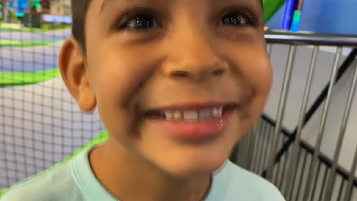 Niño busca una familia que lo adopte con un emotivo mensajeNiño busca una familia que lo adopte con un emotivo mensaje