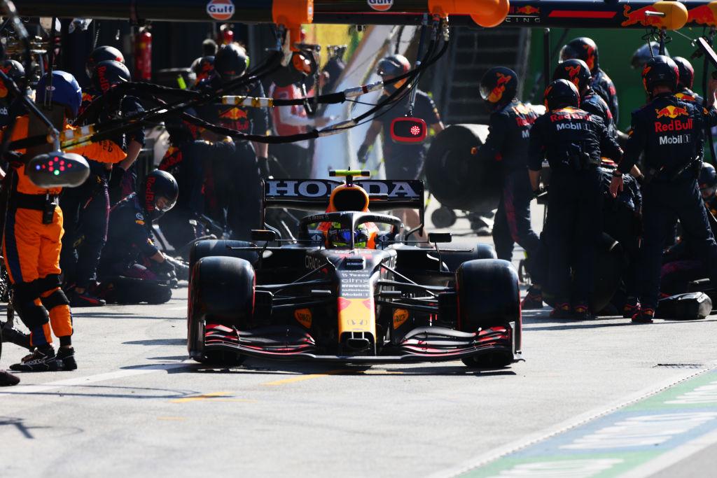 ¡Otra remontada! Checo Pérez se lució en el GP de los Países Bajos tras salir desde pit lane