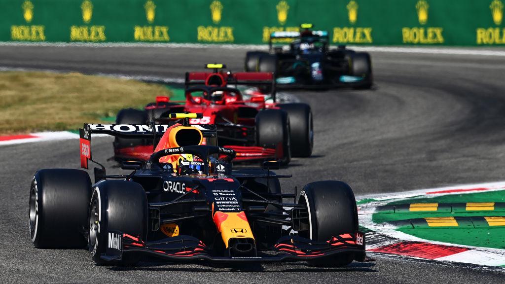 FIA aclara polémica sanción a Checo Pérez en Italia; niega que Red Bull haya preguntado sobre si devolver la posición