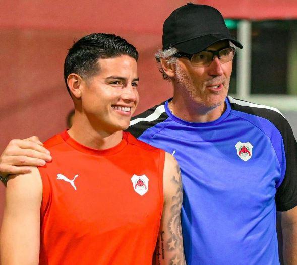 James Rodríguez y Laurent Blanc con el Al-Rayyan