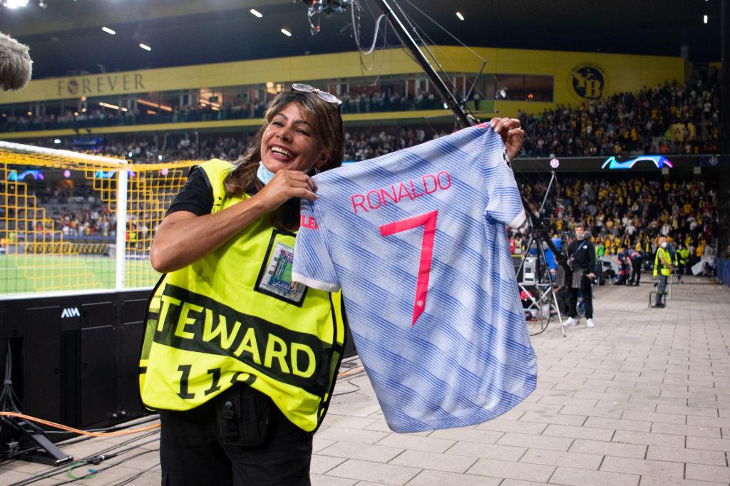¡Gran gesto! Así se disculpó Cristiano Ronaldo con la mujer de seguridad que golpeó en la Champions