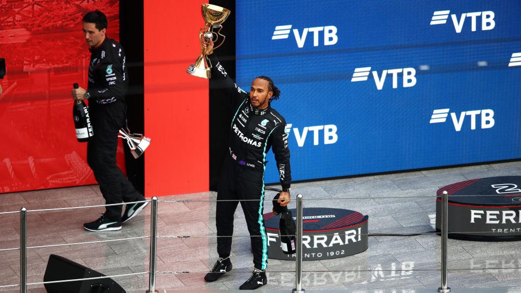 El osote de Lando Norris chamaqueado por Hamilton y la polémica estrategia de Red Bull con Checo Pérez en el GP de Rusia