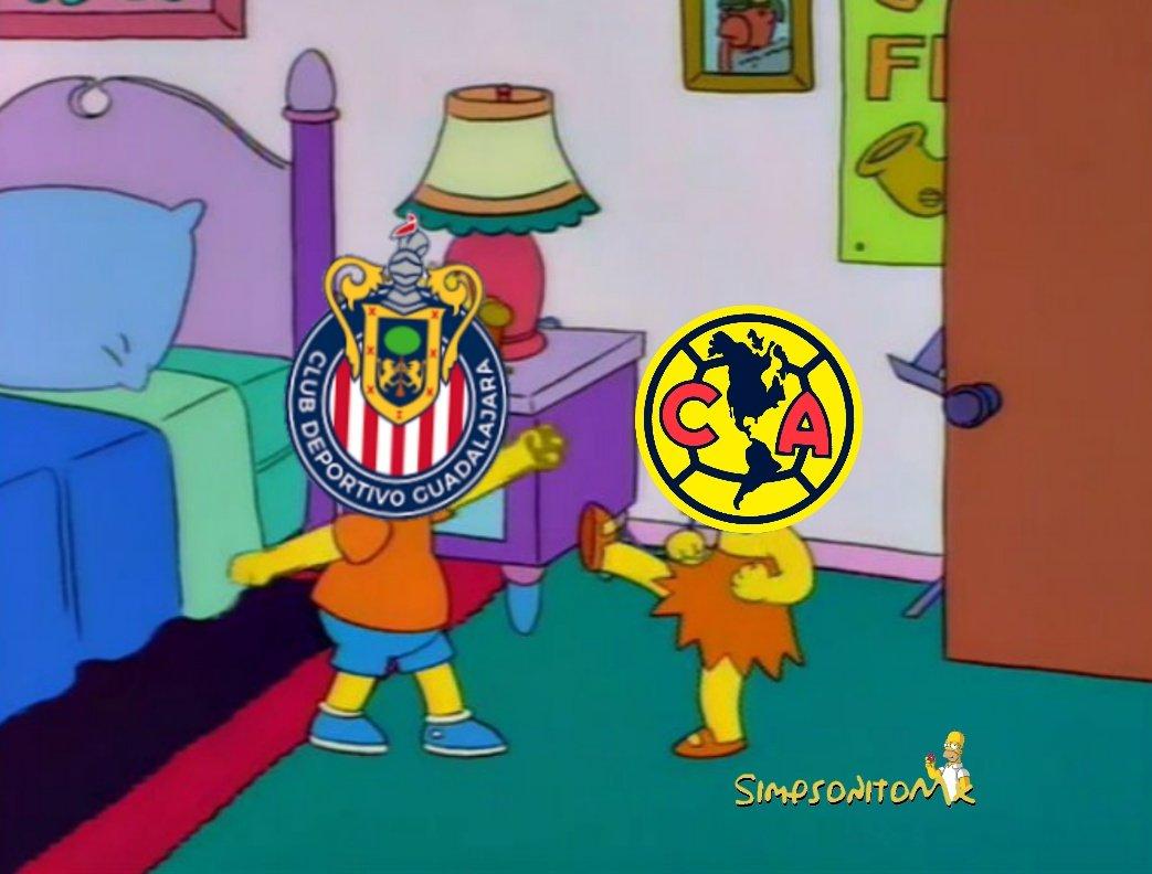 ¡Casi le saca un ojo a Henry Martín! No hubo goles, pero los memes se llevan el clásico entre América y Chivas