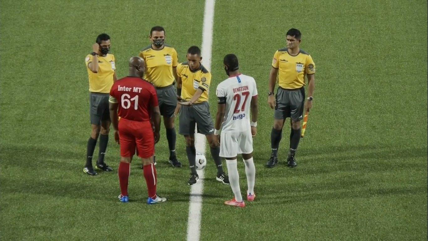 Concacaf investiga a Ronnie Brunswijk por repartir dinero a jugadores del Olimpia en los vestidores