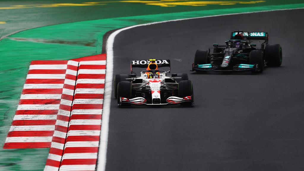 """La petición de Checo Pérez a Verstappen por su defensa ante Hamilton en Turquía: """"Me debes unos tequilas"""""""