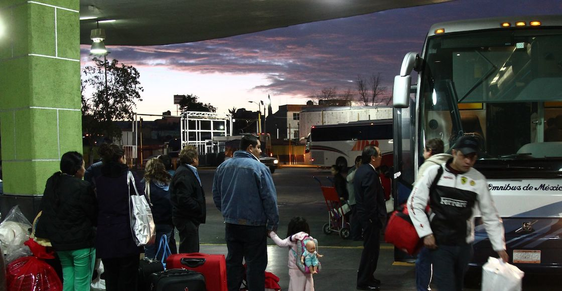 piden-papeles-migrantes-centrales-autobuses