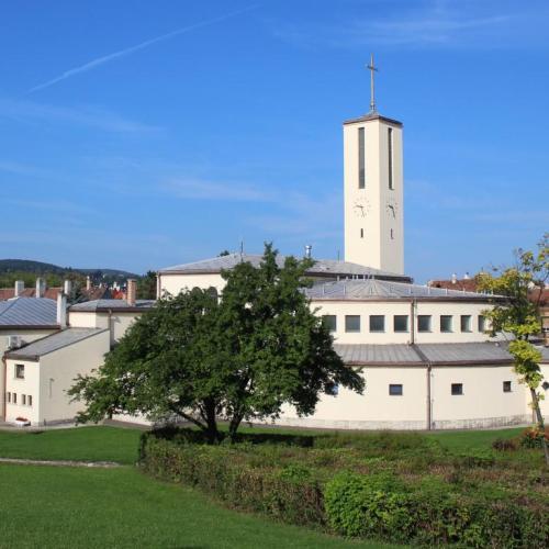 Személyi változások lépnek érvénybe városunk katolikus plébániáin