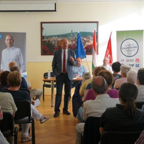 Sokan voltak kíváncsiak a Hiller István nevével fémjelzett fórumra Sopronban