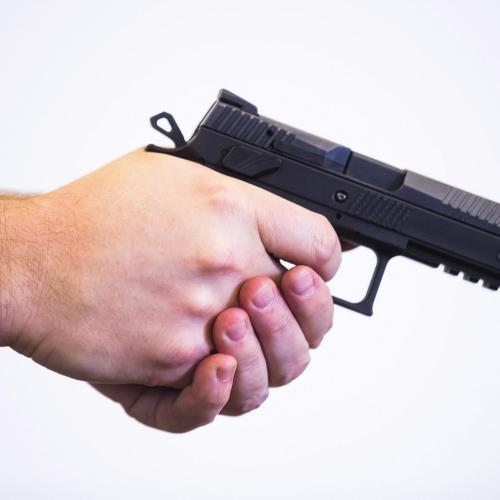 Új és modern pisztolyokat rendszeresít a magyar rendőrség