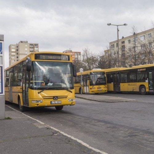 Ismét életbe lép az első ajtós felszállás és a jegyvásárlás a buszokon!