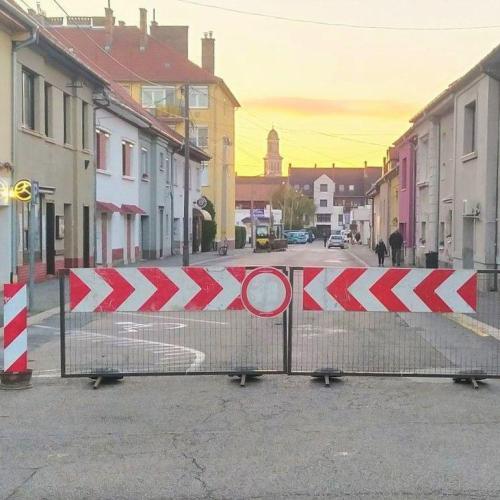Ideiglenes forgalmi rend változás lépett életbe a Vitnyédi utcában és a Csarnok utcában