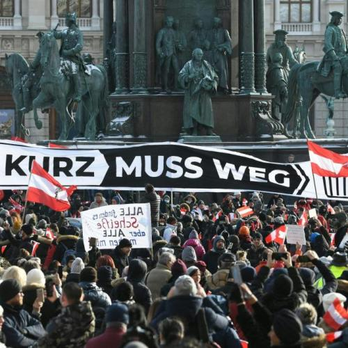 Hatalmas tüntetés volt Bécsben a koronavírus-járvány miatti rendeletek miatt