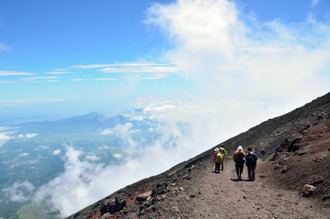 Let's participate in the Mt.Fuji climbing tour!