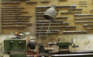 metal lathe with drills and reamers on www.sorel-recorders.nl