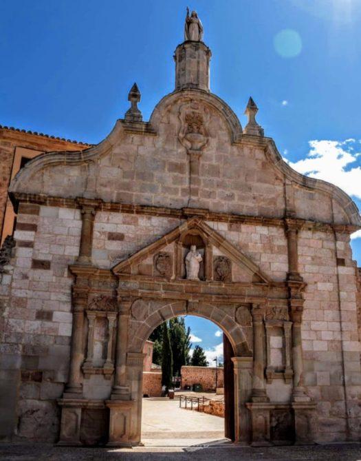 Entrada al recinto del Monasterio de Santa María de Huerta