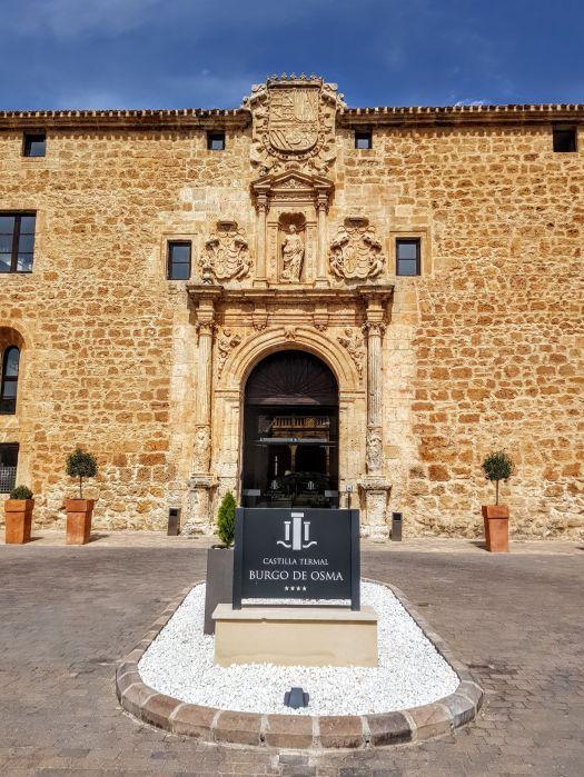 Fachada plateresca de la antigua Universidad de Santa Catalina