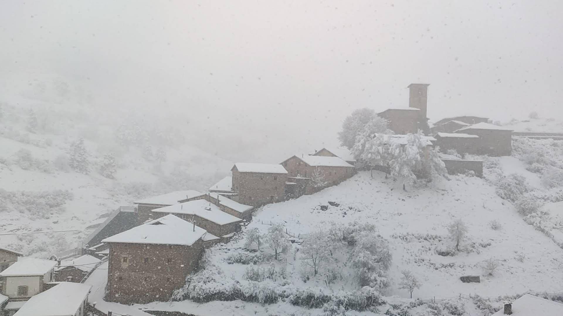 Montenegro de Cameros nevado