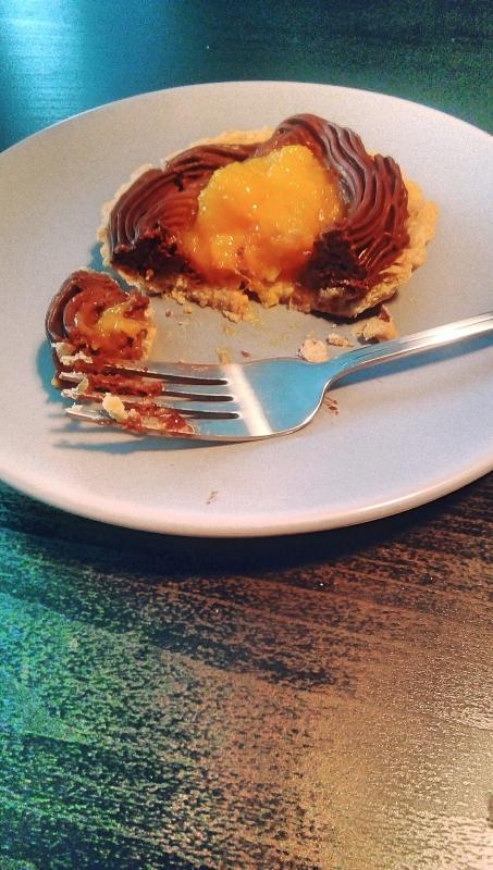 Mini tarta cu ganache cu menta si compote de mango
