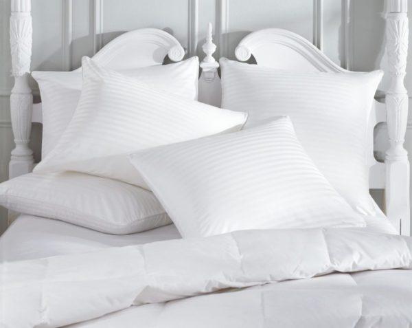 cabeça elevada com dois travesseiros