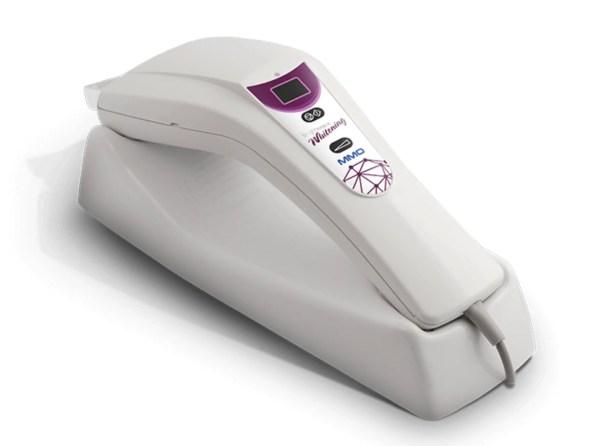 clareamento dental com luz violeta