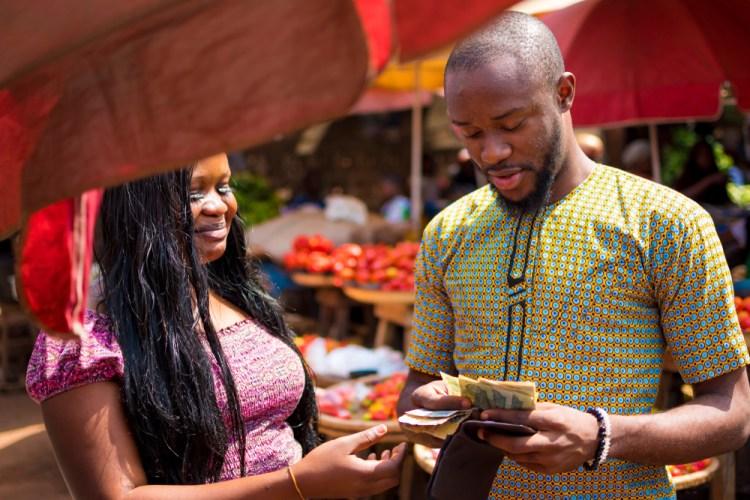 Doit on donner de l'argent à sa partenaire