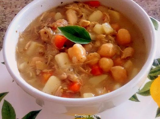 sopa de frango e grão de bico jpg