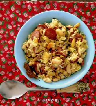cozido de feijão branco com linguiça e arroz