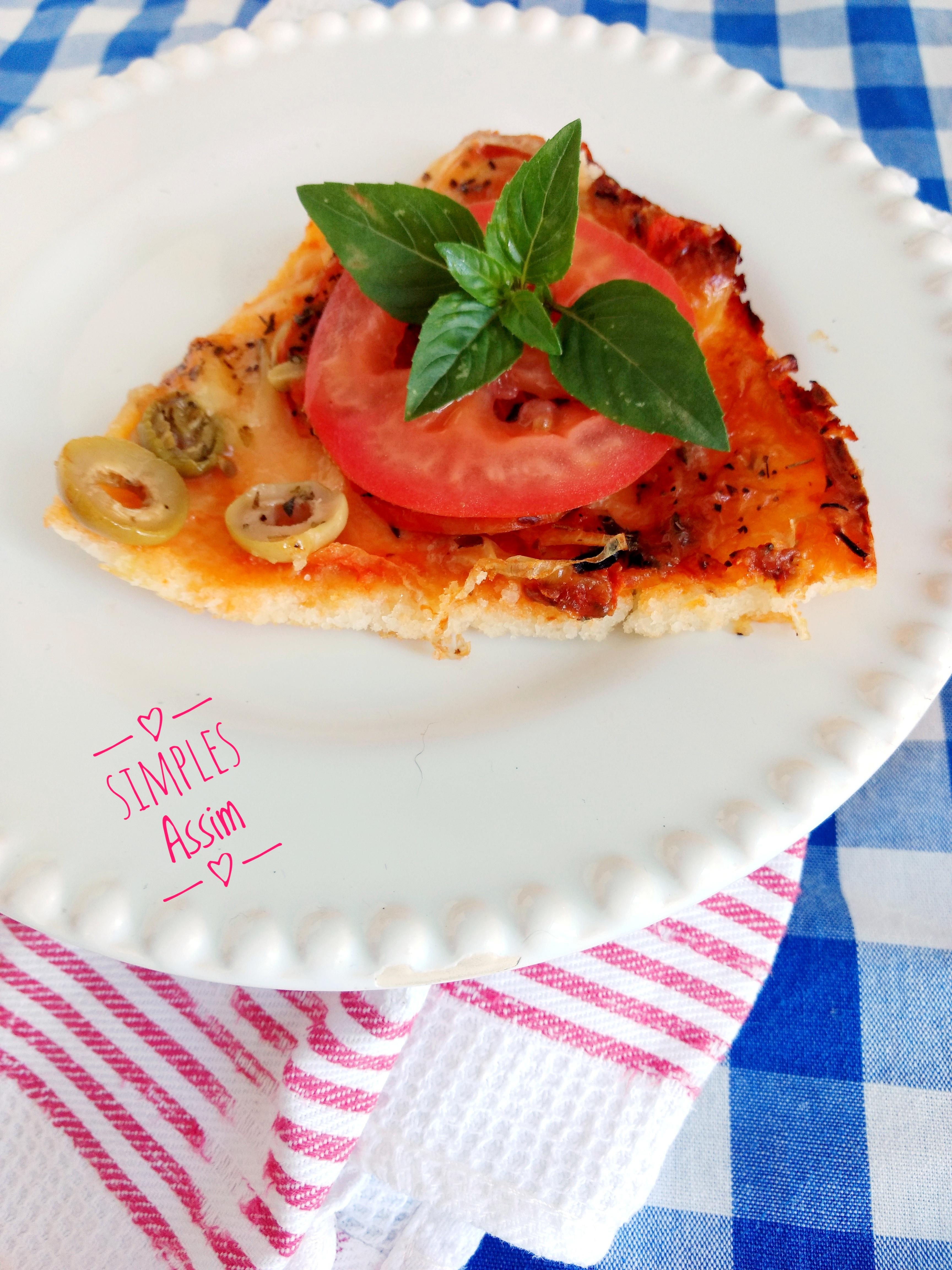 Essa pizza com massa de arroz é muito fácil de fazer e fica bem gostosa. O recheio fica ao seu gosto.
