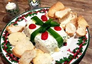 Presentinho de ricota é uma musse de queijo arrumada como presente. fica bem atraente e gostoso.