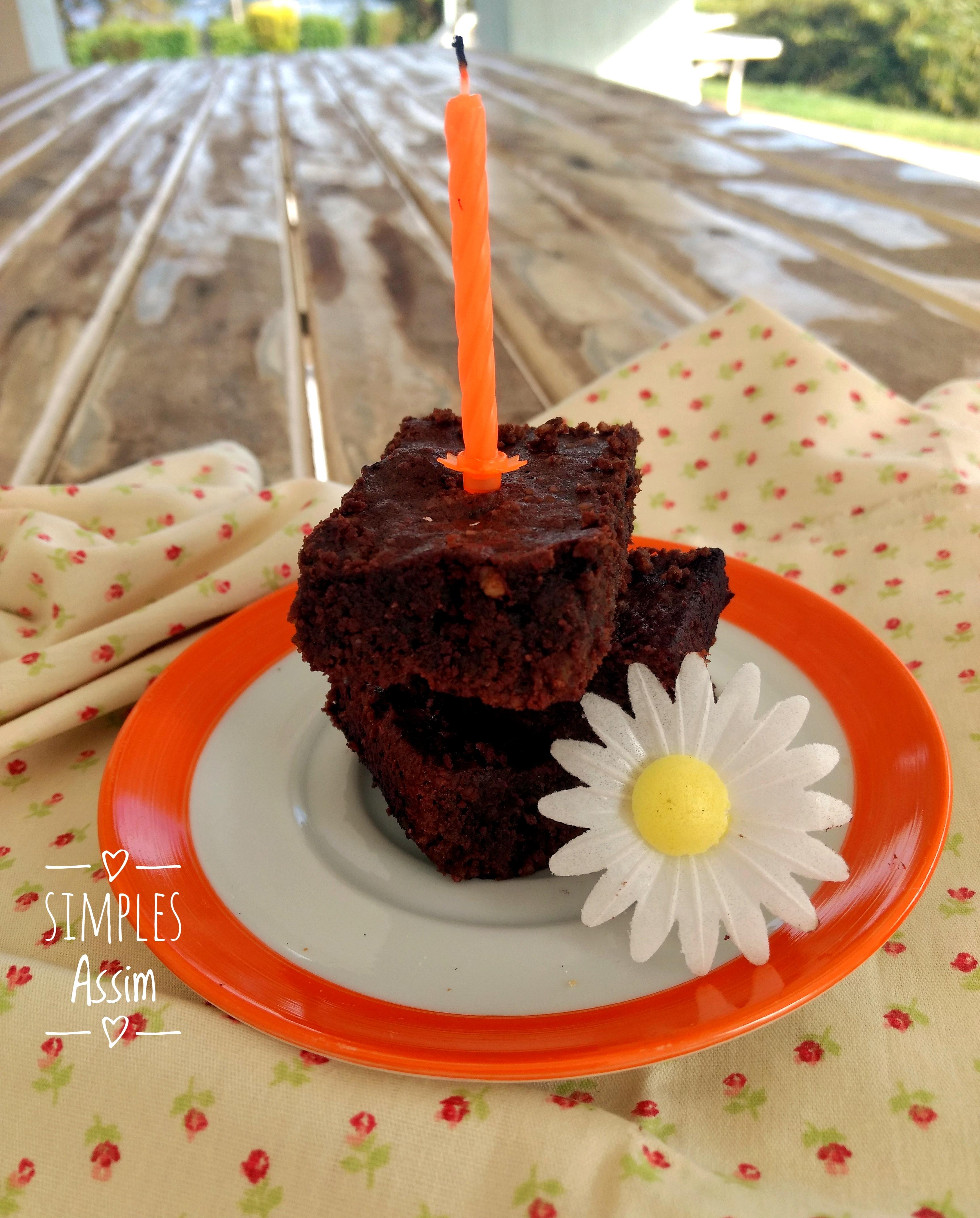 Esse Brownie sem açúcar e sem farinha fica delicioso e é fácil de fazer.