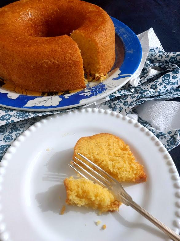 Esse bolo de tangerina fica fofinho, perfumado e muito gostoso