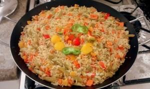 Essa Paella vegetariana é uma deliciosa opção para a segunda sem carne.