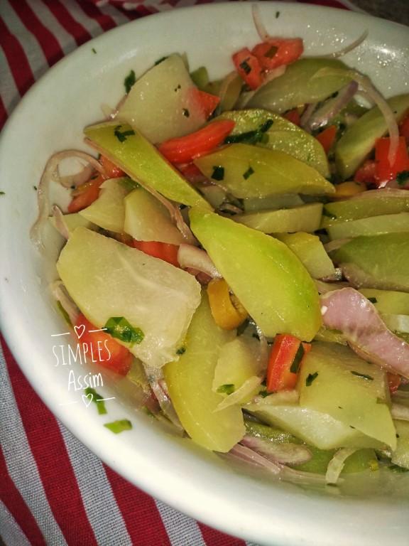 Esse Vinagrete de chuchu é super refrescante e pode ser servido como salada.