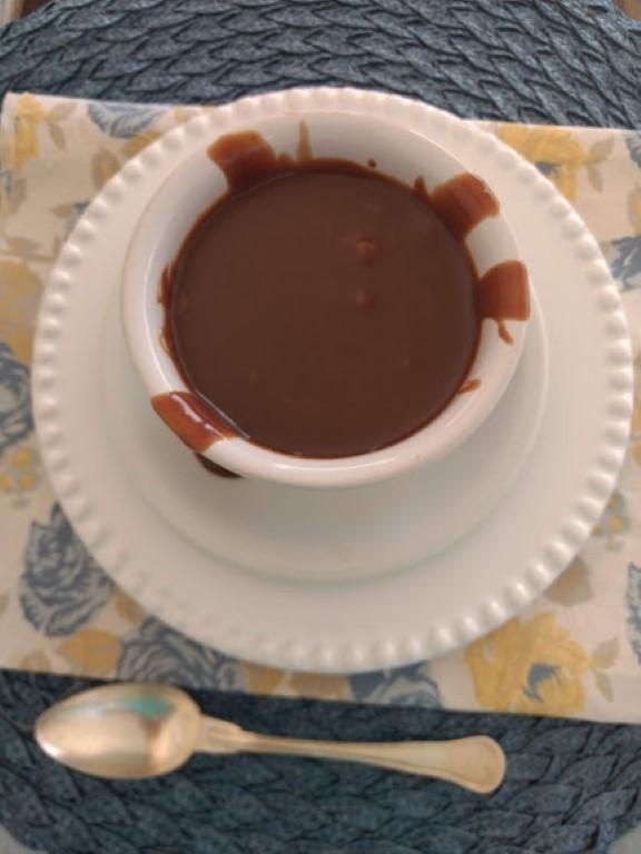 Essa Calda de chocolate fácil é muito gostosa.