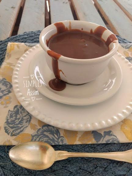 Essa Calda de chocolate é fácil e gostosa de preparar.
