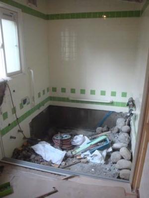 浴室バリアフリー リフォーム解体中