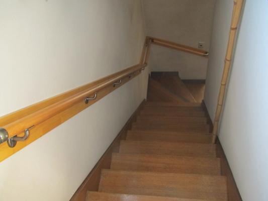 手すり 取付 回り階段