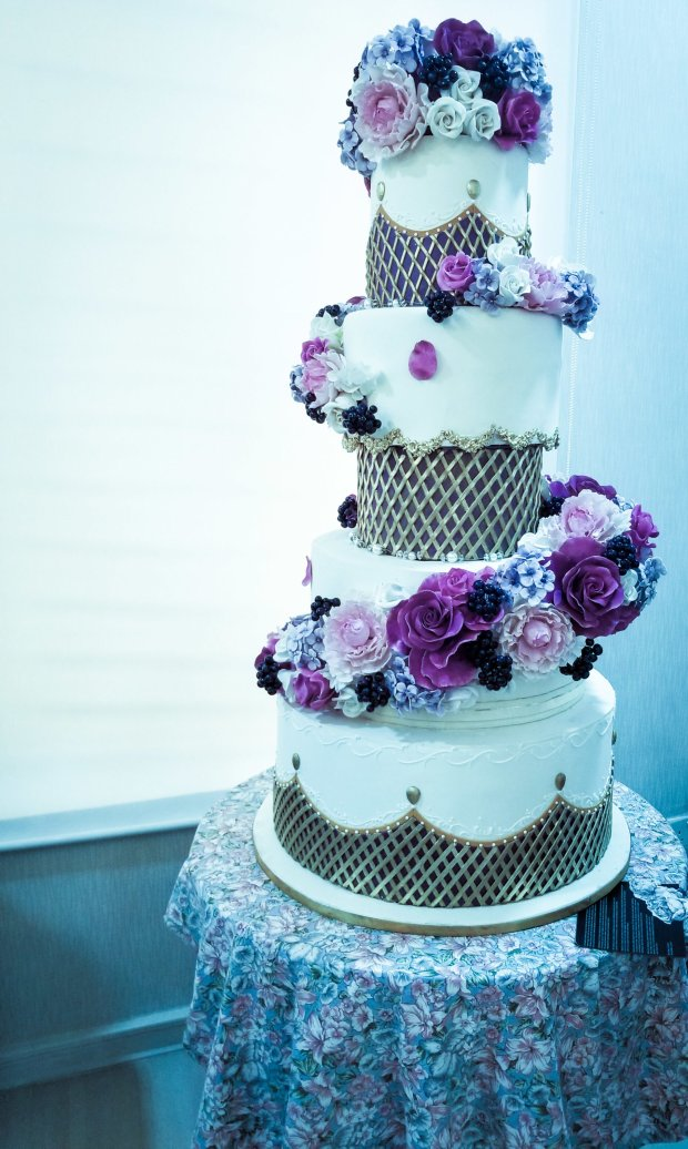 cake by cakes by Tosan