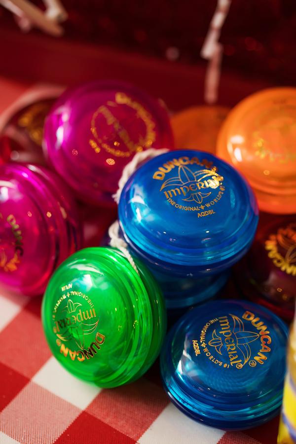Colorful yo-yo favors