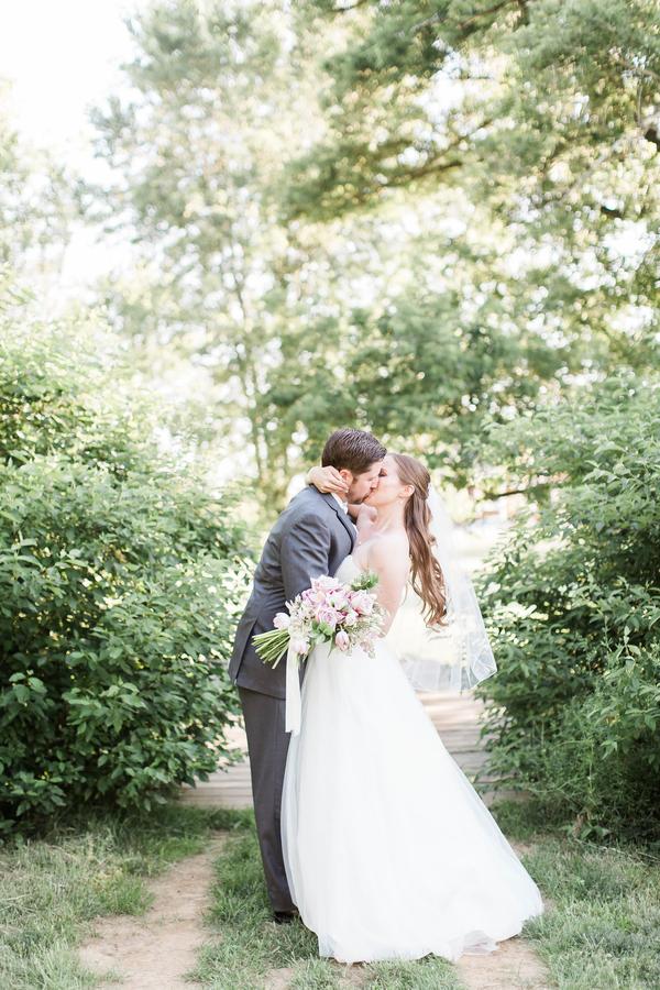 bride and groom kiss at hamilton virginia wedding