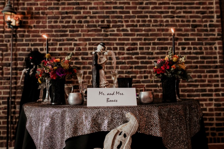 halloween themed sweetheart table