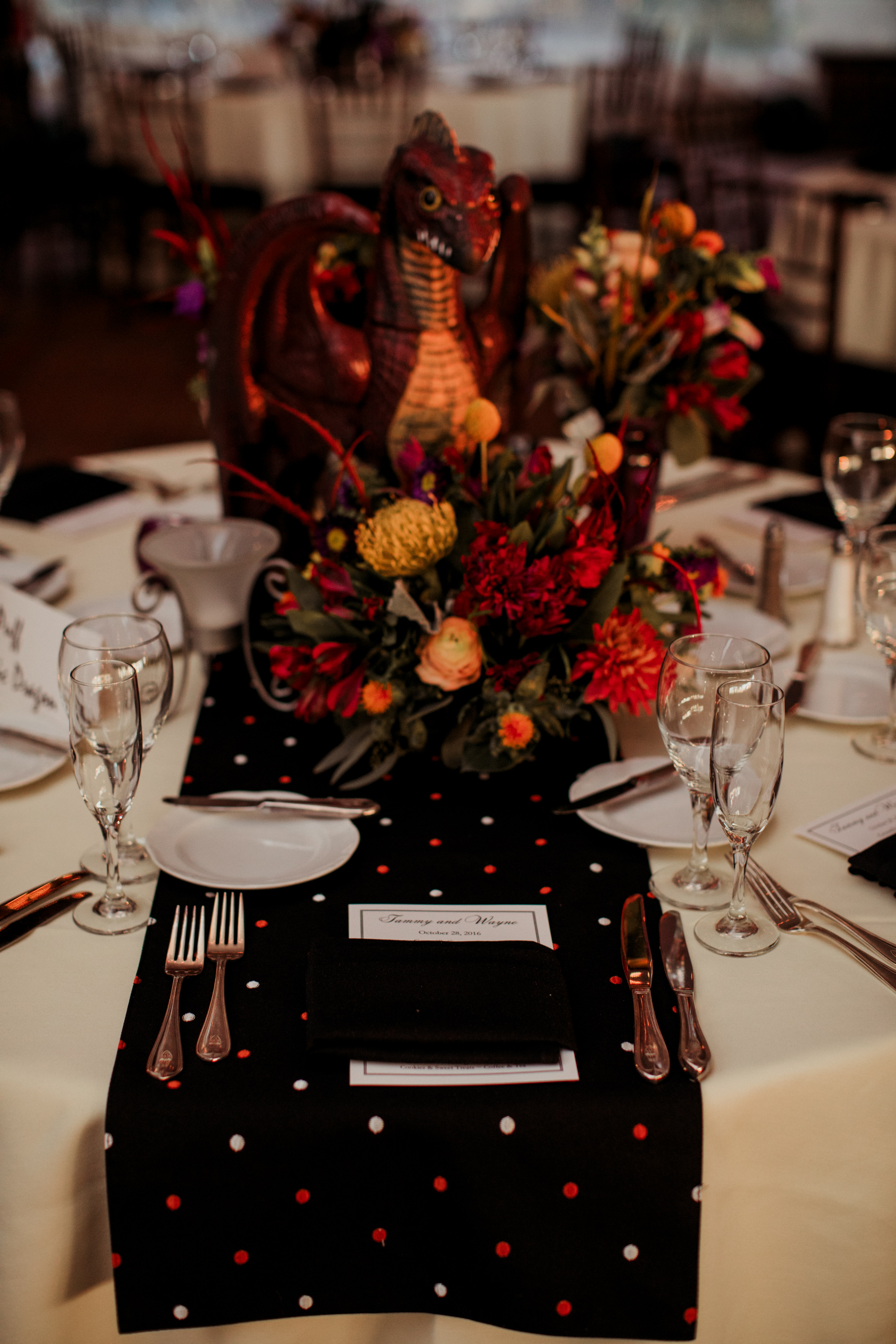 halloween wedding table decor