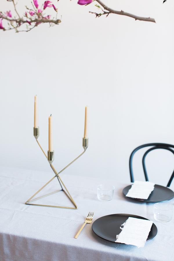 minimalist wedding sweetheart table