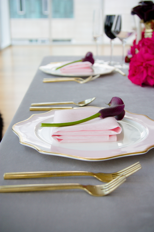 black cala lillies at wedding, wedding table decor, modern wedding table setting