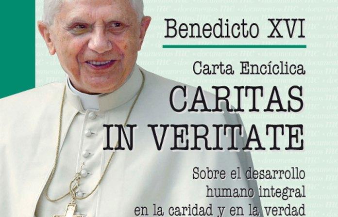 Resultado de imagen para Fotos de el papa Benedicto XVI, firma su tercera encíclica, titulada Caritas in veritate