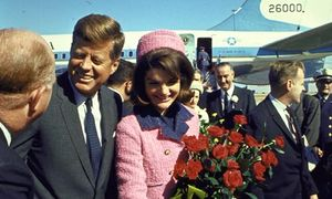 John_and_Jackie_Kennedy_a_007.jpg
