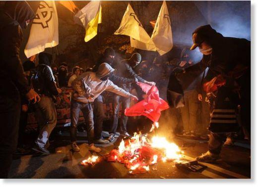 ucrânia queima da bandeira