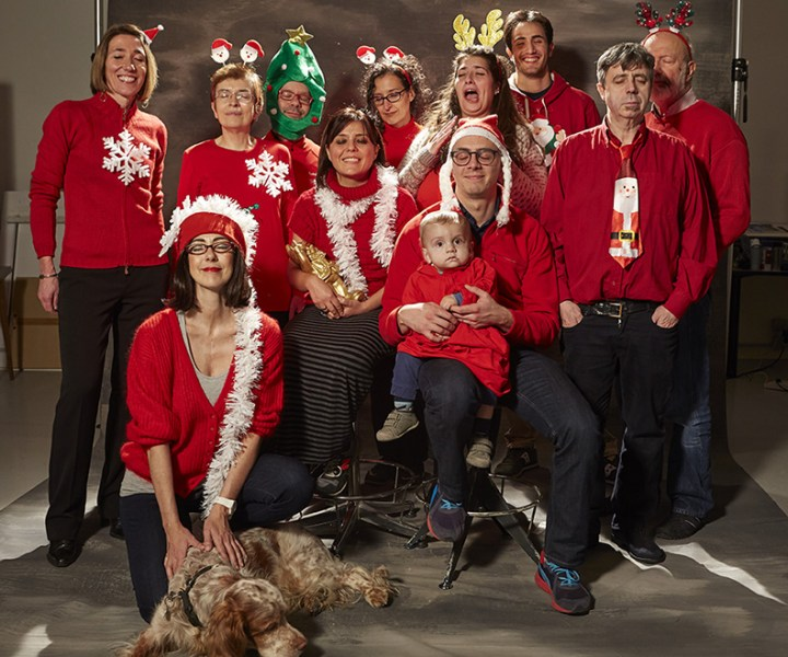 Natale sottosopra Foto di gruppo con occhi chiusi