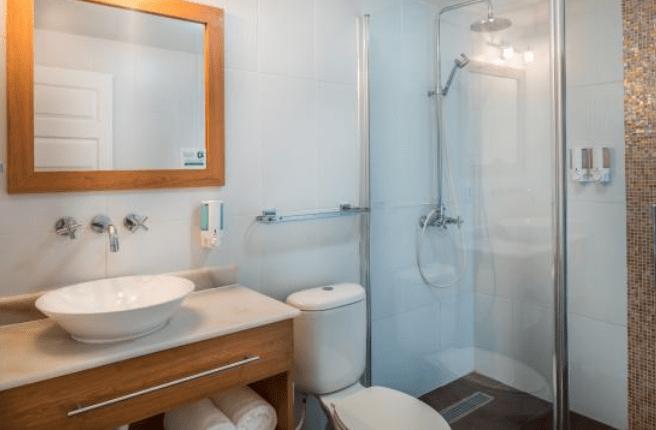 Eagle Aruba Hotel new large bathroom layout